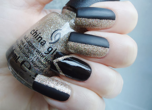 New Years' Eve nails: matte black and glitter