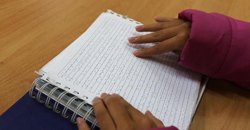 BNP presenta libros para lectura en Braille en la 23° FIL Lima 2018 - www.bnp.gob.pe