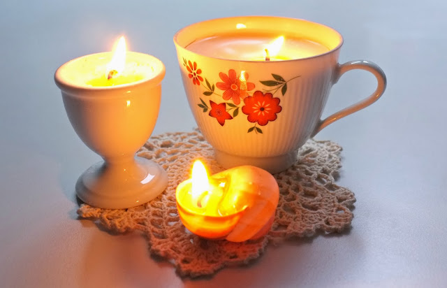 julie adore diy une bougie dans une tasse. Black Bedroom Furniture Sets. Home Design Ideas