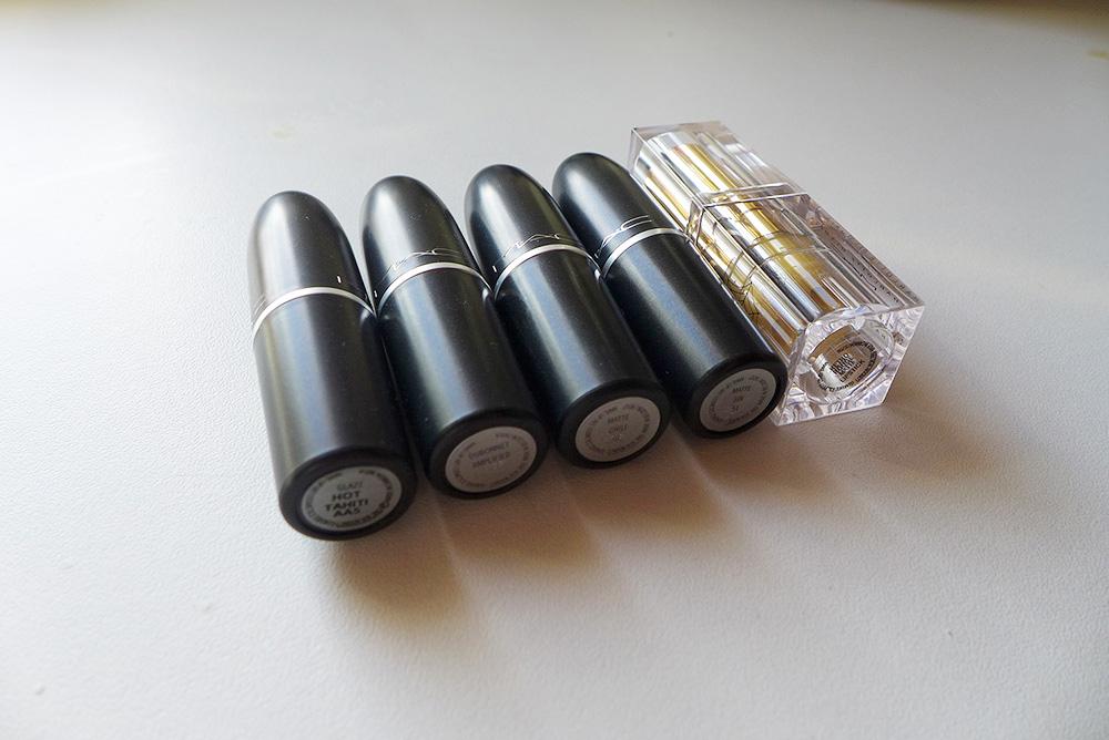lipstick mac, hot tahiti (glaze) dubonnet (amplified) chili (matte) sin (matte) Edition limitée charlotte olympia, le rouge rétro (matte)