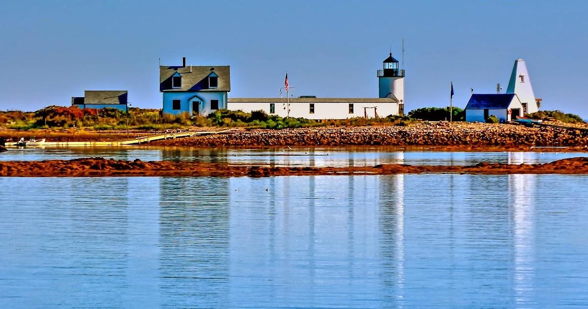 Goat Island, Newport, Rhode Island - The small Goat Island...  Goat Island Lighthouse