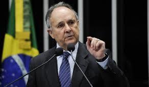 Cristovam Buarque se afasta do cargo de senador
