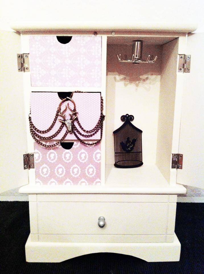 traumfunke diy make over f r meinen schmuckschrank. Black Bedroom Furniture Sets. Home Design Ideas