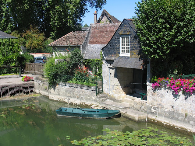 The river Indre at Azay-le-Rideau