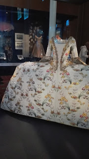 veľké biele historické šaty