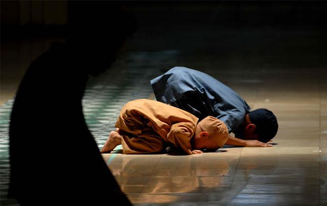 http://2.bp.blogspot.com/-ROLi7lPxkgM/TxJtKP5MfEI/AAAAAAAABbQ/qSE2ndG-gDc/s1600/anak-sholat-di-masjid.jpg