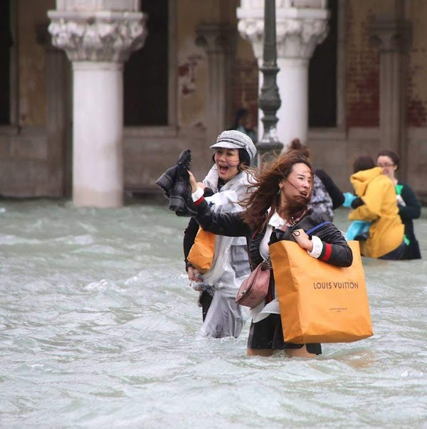 FOTOS: calles de venecia italia se convirtieron en rio por las inundaciones.