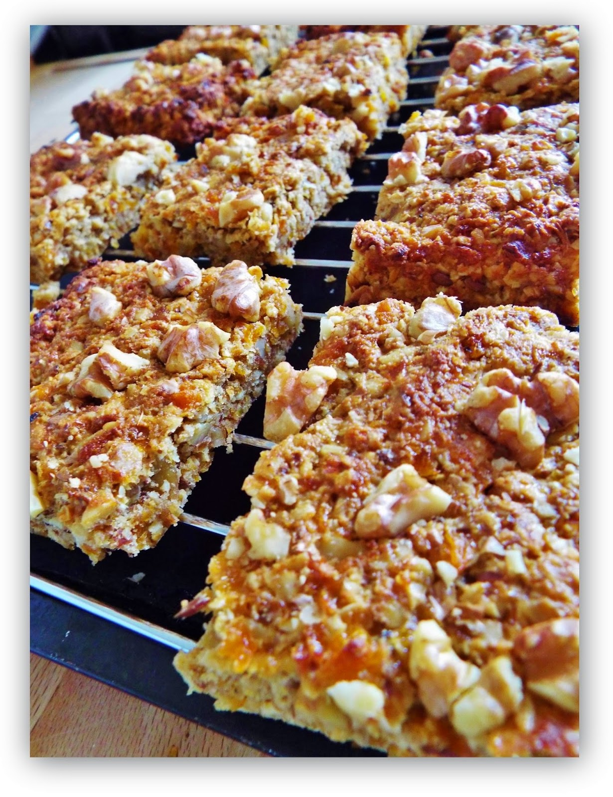baking, cookies, apricots, walnuts, oats, health bars, gluten free, egg free, hypoglycaemic diet, sugar free,