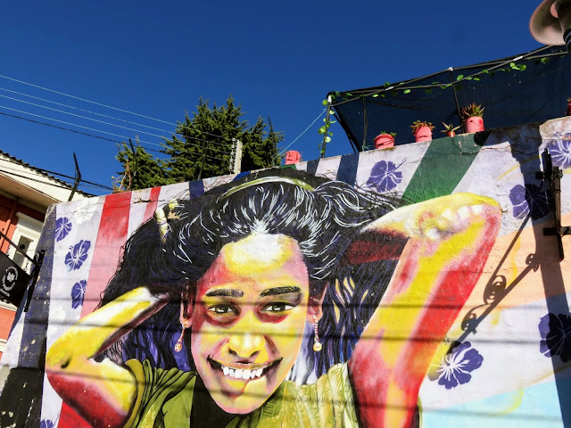 Valparaíso Street Art: Girl with arms behind her head