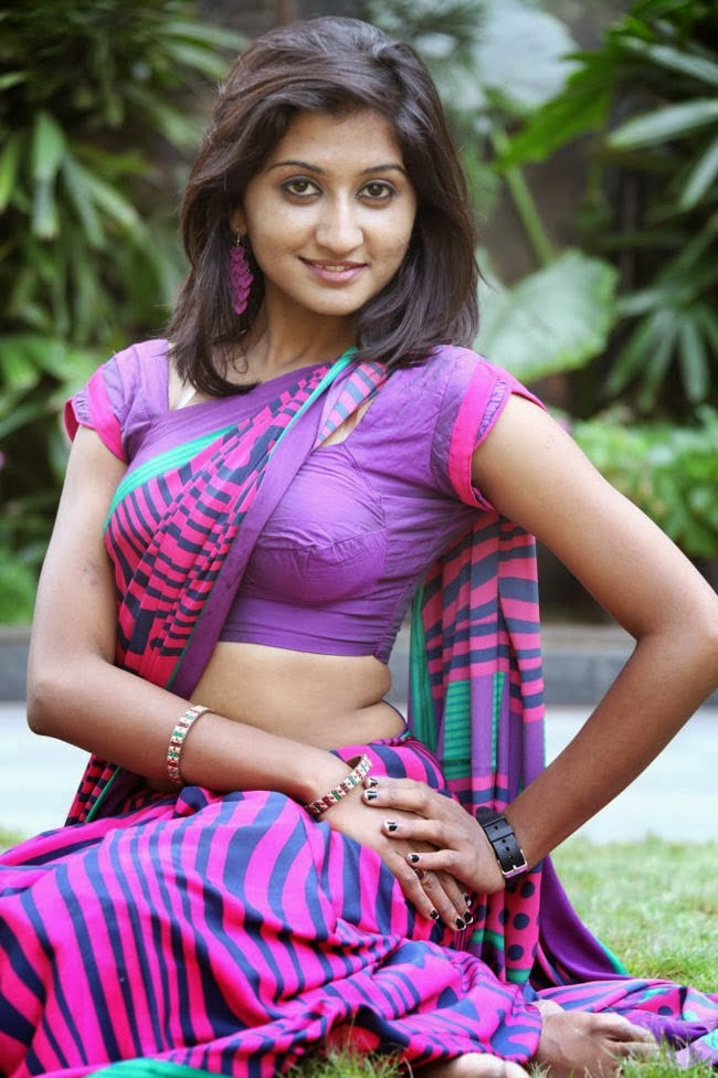 Hot Indian Women in Saree: Exclusive and Ultimate Photo