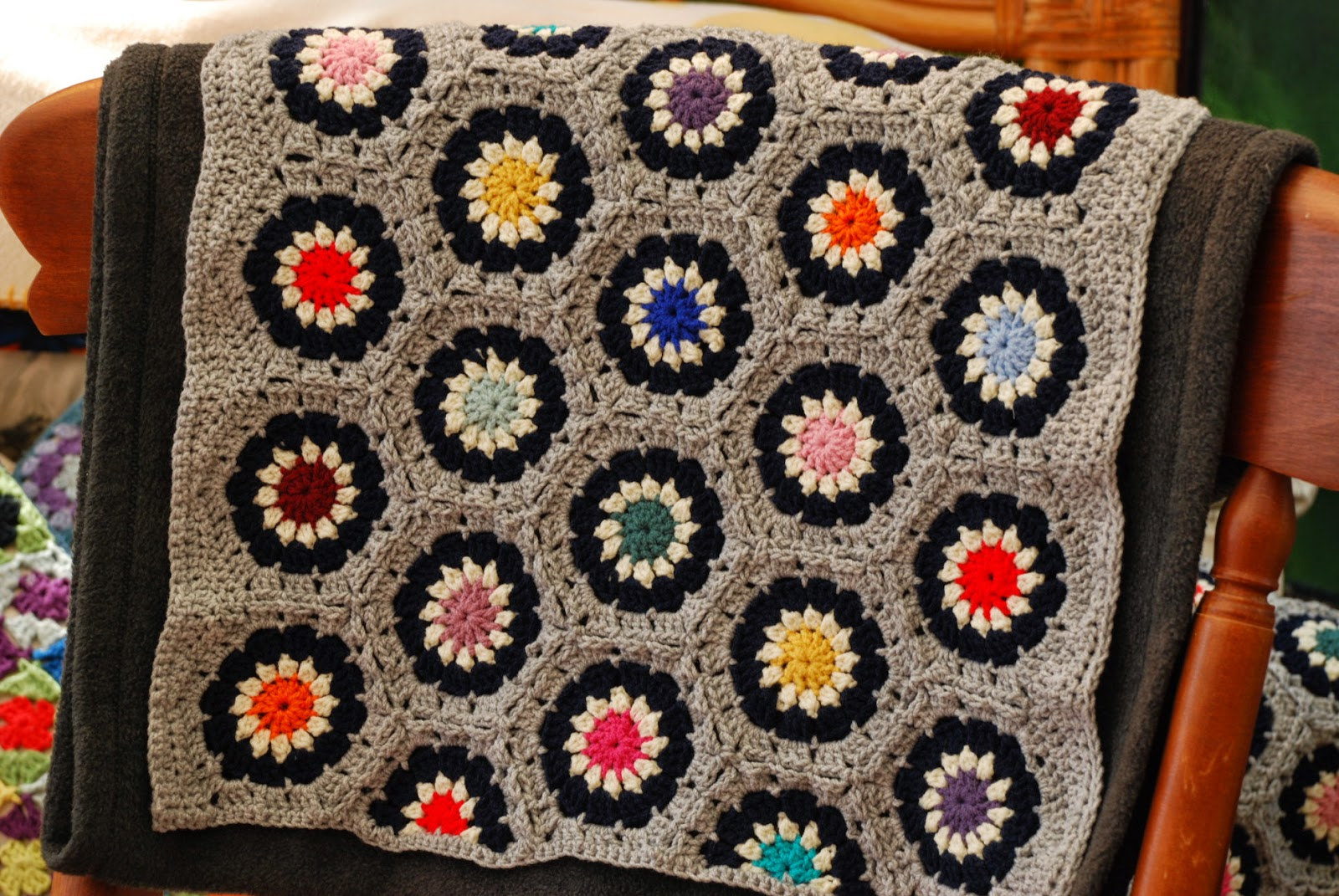 image of crochet hexagon cushion cover