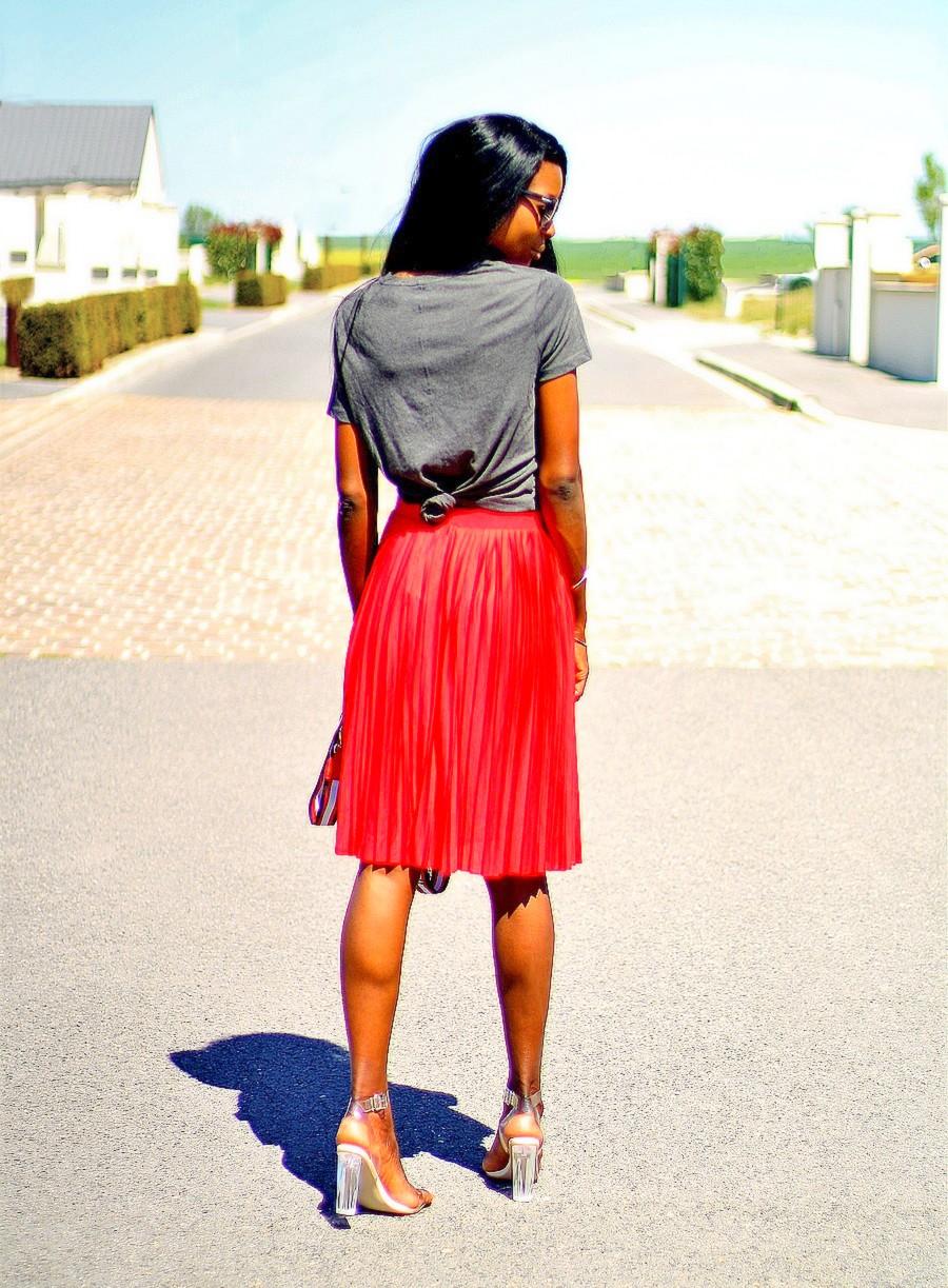 t-shirt noue dans le dos jupe plissee blogueuse mode