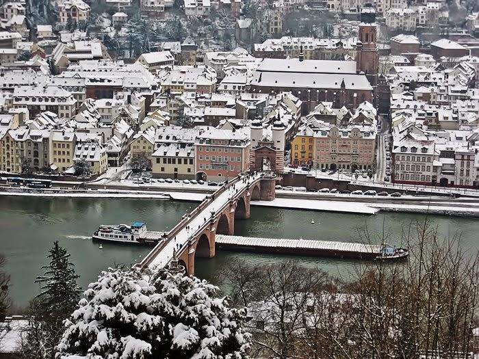 Blick vom Philosophenweg auf Heidelberg im Winter