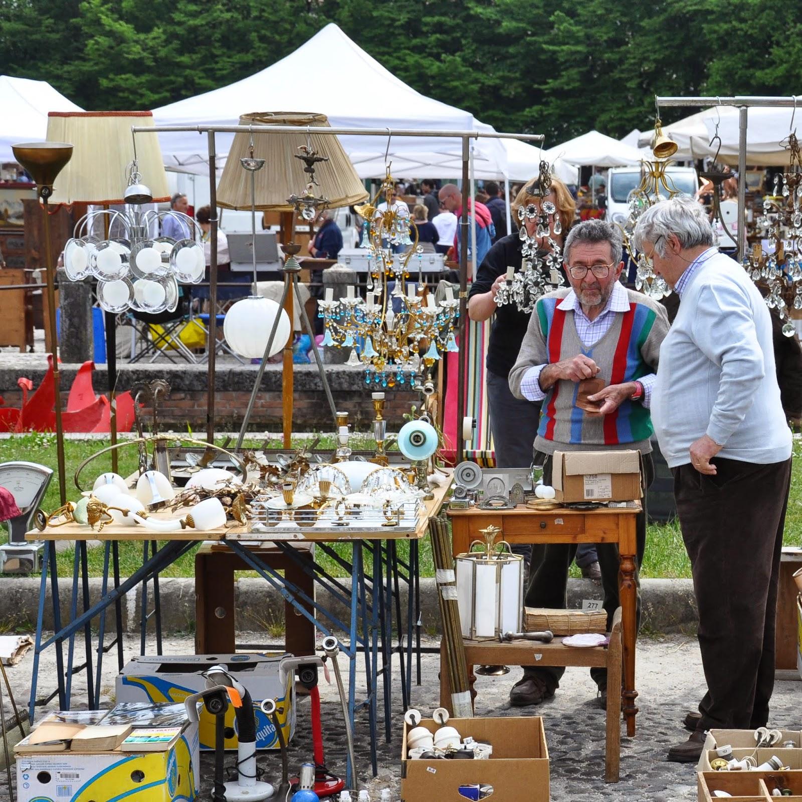 Traders, Antiques market, Piazzola sul Brenta, Veneto, Italy