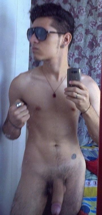 discreto indio desnudo