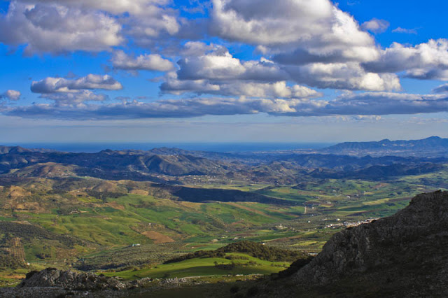 torcal-antequera-vistas-mar-dolmenes