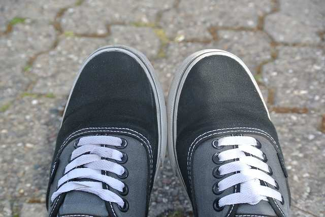 Cara Mencuci dan Merawat Sepatu Vans Warna Witam agar Warnamya Tidak Pudar 04d8ebc3b6