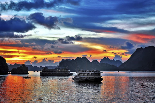 One night on a cruise in Halong Bay