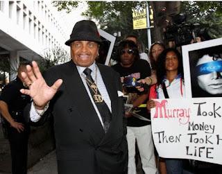 وفاة جو جاكسون ، والد مايكل جاكسون ،عن عمر يناهز 89 عاماً بعد صراع مع المرض