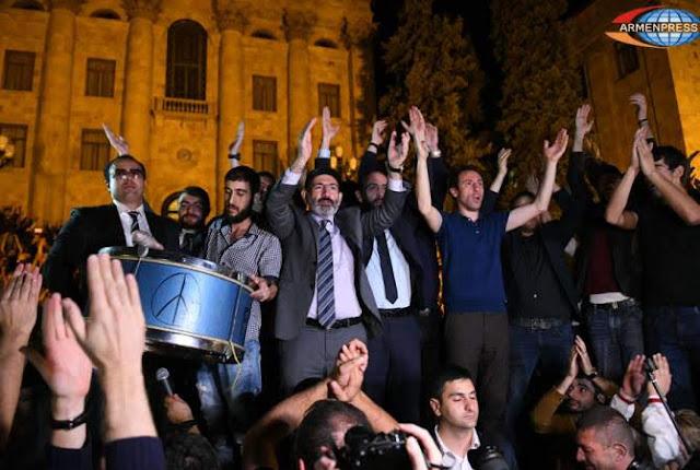 Tras cumbre de francofonía renunciará Nikol Pashinyan