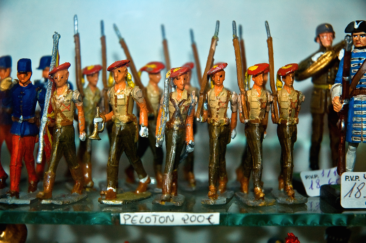 Platoon of tin soldiers at Barcelona shop