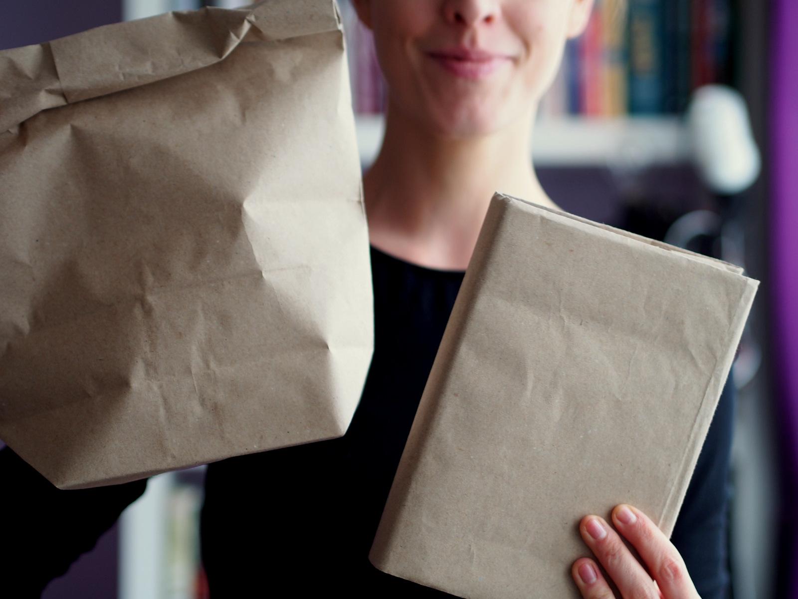 DIY: vyrobte si obal na knihu z papierového desiatového vrecka  // keď nechcete, aby niekto vedel, čo čítate