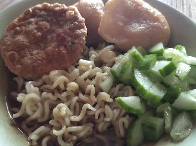 Cara makan pempek palembang kuliner khas orang betawi