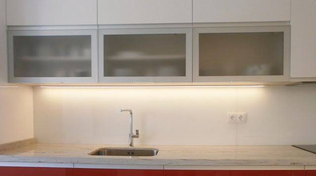 cocina-blanca-y-rojo-ferrari