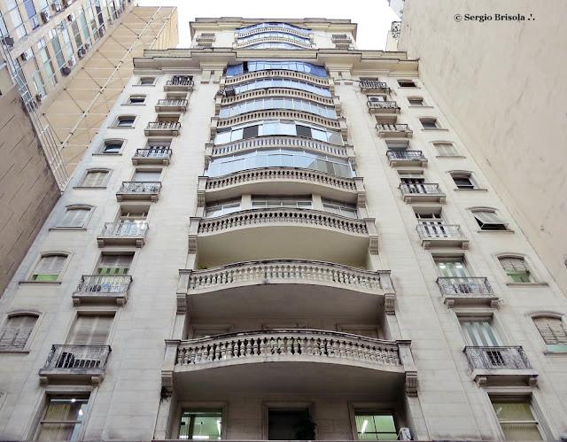 Perspectiva inferior da fachada do Edifício Princesa Isabel - República - São Paulo