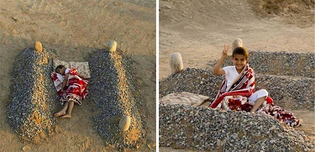 Seorang Anak Tidur Di Dekat Kuburan Orang Tuanya Di Suriah