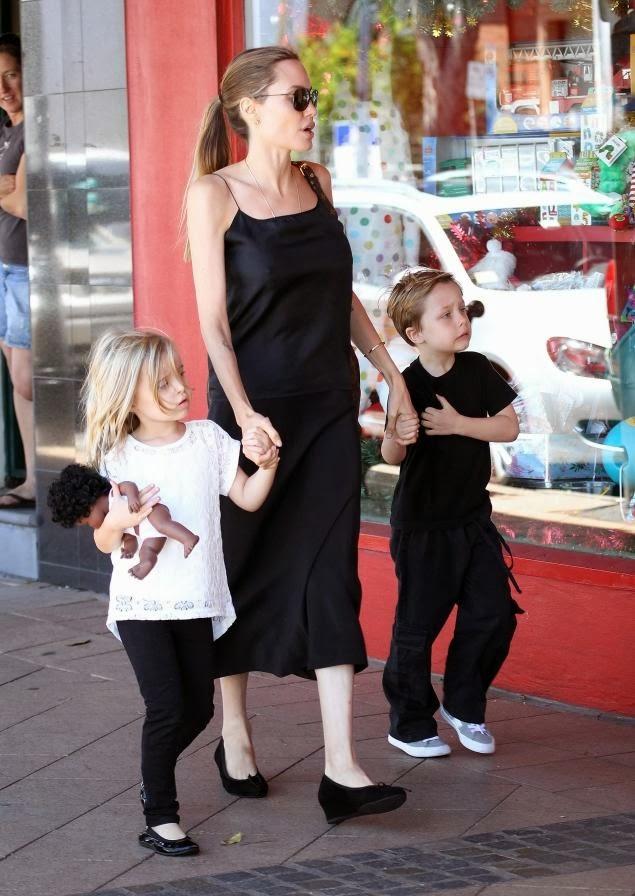 Jolie Pitt Kids News: PDA