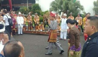 "Presiden Jokowi Dianugerahi Gelar ""Raja Balaq Mangku Negara"" Oleh Pemangku Adat Sumsel"