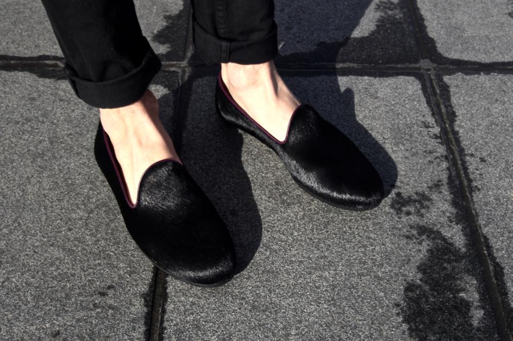 BLOG-MODE-HOMME_galet-chausson-loafers-mocassins-luxe-poulain-poil-dries-van-noten-apc-jeans-givenchy-dinh-van-bordeaux-miroir-eau-mec