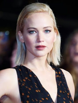 http://www.whowhatwear.co.uk/jennifer-lawrence-the-hunger-games-red-carpet-looks-2015?utm_source=feedburner&utm_medium=feed&utm_campaign=Feed%3A+WhoWhatWear+%28WhoWhatWear.com%29