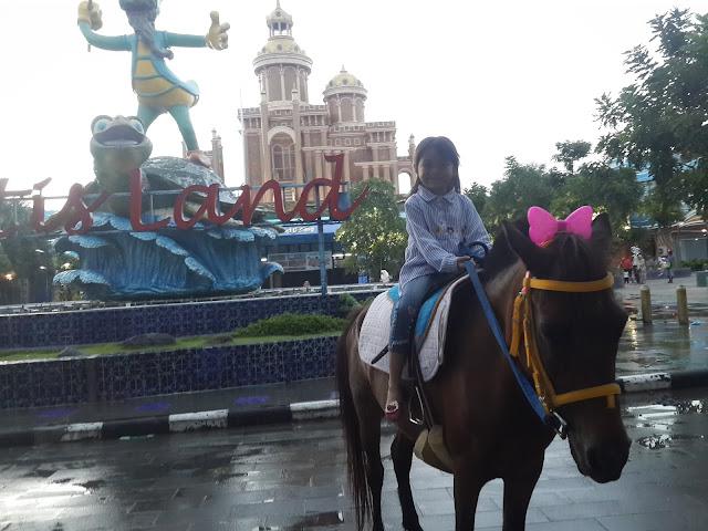 Lokasinya dekat dengan Atlantis Land Surabaya