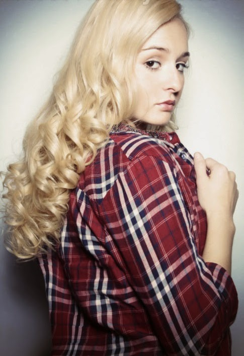 Retro-Hairstyle-with-Defined-Curls