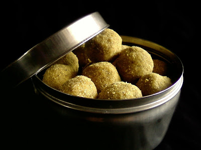 pesara sunnundalu, moong dal laddu recipe