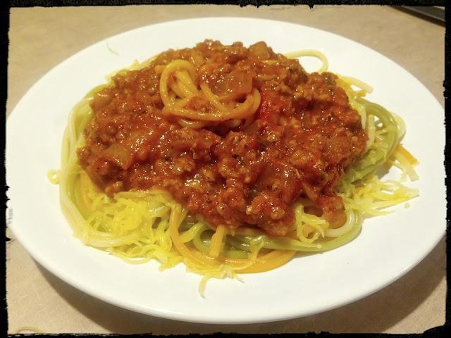 Spaghetti z miesem mielonym w sosie pomidorowym spaghetti po bolonsku spaghetti bolognese makaron z miesem makaron z sosem