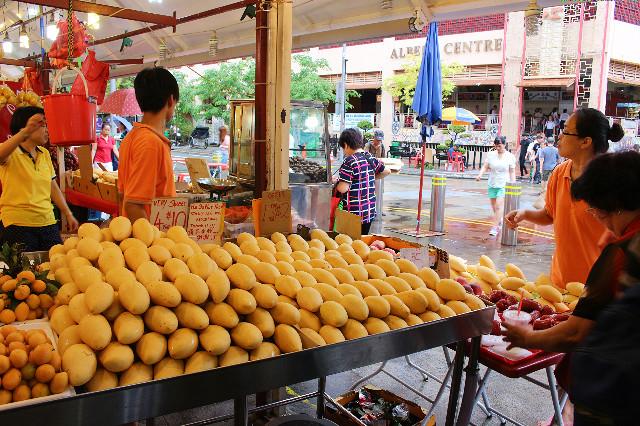 penjual mangga di bugis street