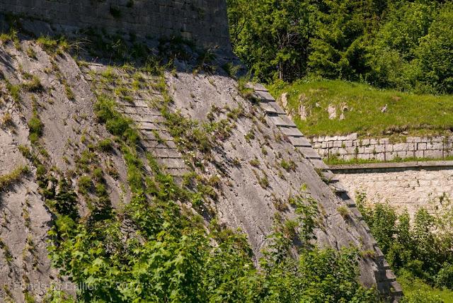 Fort du Larmont inférieur — Escarpe revêtue