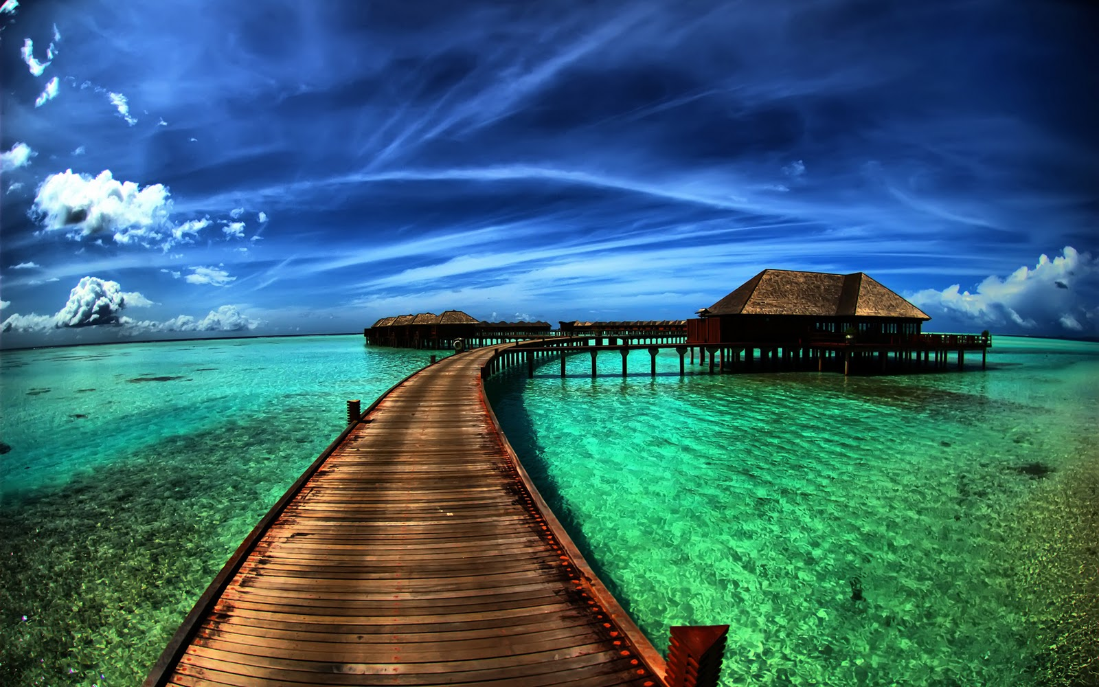 http://2.bp.blogspot.com/-RS9V-fqu3NI/TvLVXwaM8TI/AAAAAAAABcs/8Xf0pov_EDg/s1600/amazing-sea-resort-wallpapers_19252_1920x1200.jpg