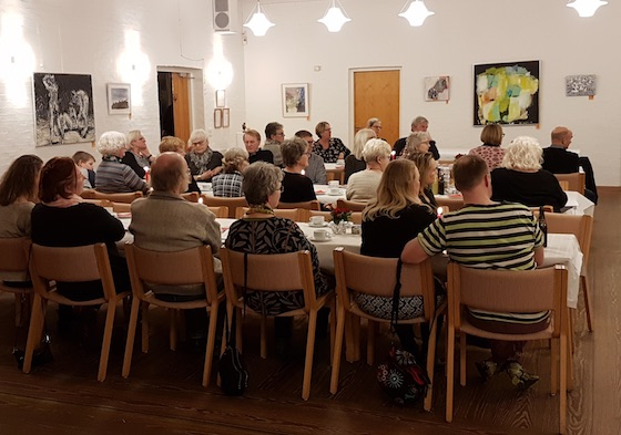 Forsamlingen og nogle af årets kunstværker: John Bonnesen Wolff, Nina Ferlov, Charlotte Hammershøj og Jens Gregersen