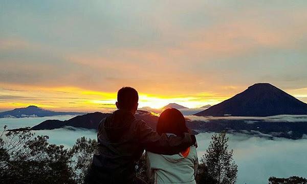 Menikmati Wisata Alam Golden Sunrise di Bukit Sikunir