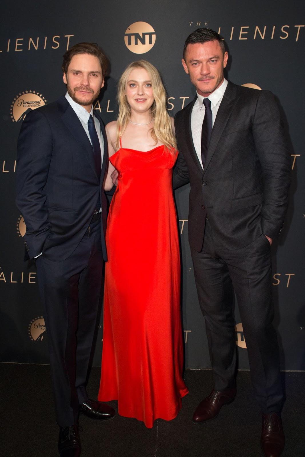 """Dakota Fanning – TNT's """"The Alienist"""" Premiere"""