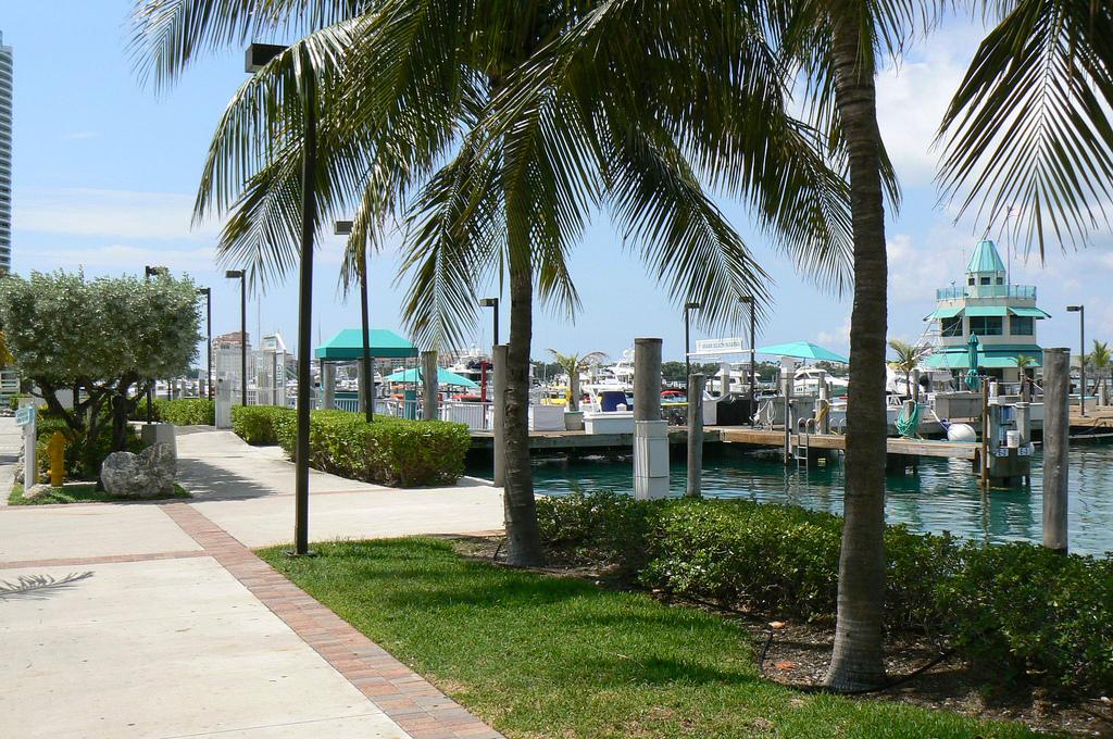 Detalhes sobre o Restaurante Monty's Raw Bar em Miami Beach
