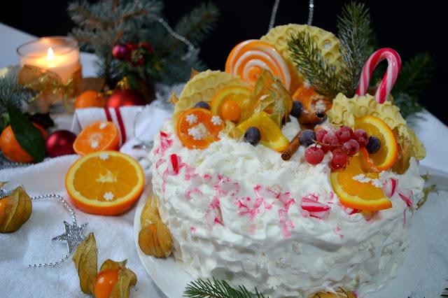 Tort cu mousse de nuci,portocale şi fructe de pădure
