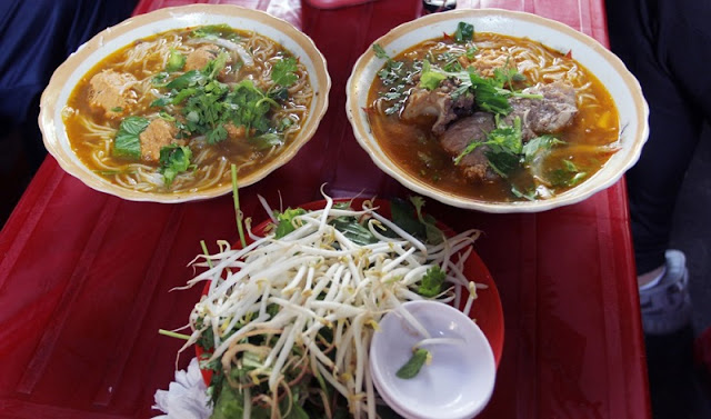 Hue street food attracts guests in the heart of Saigon 1