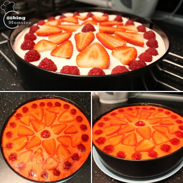 Ciasto z kremem, owocami i galaretką