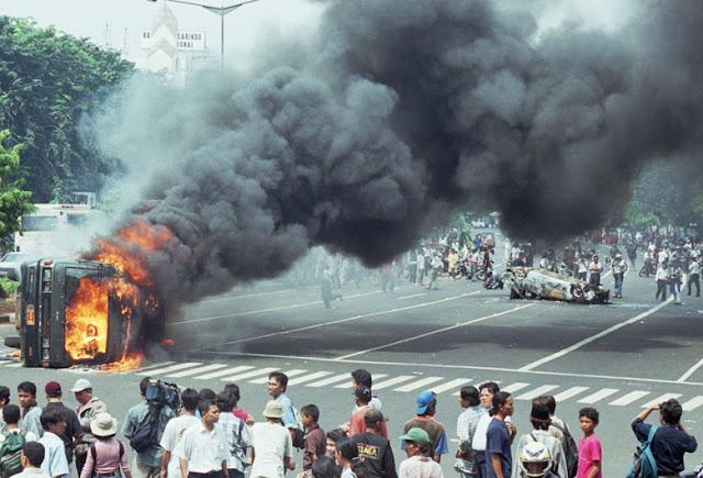 TNI Terlibat Demonstrasi, Polri Lupa Sejarah Dan Khianati Reformasi 1998!