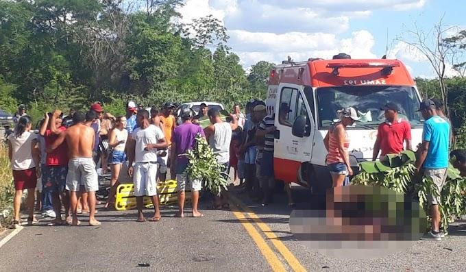Pindobaçu: Duas jovens de 18 anos morrem em acidente com moto próximo à Serra da Carnaíba